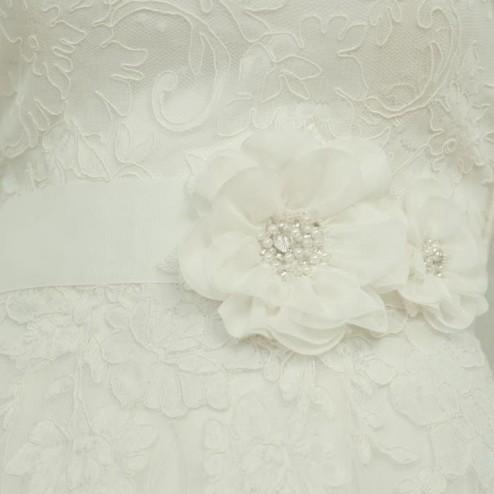 Ivory flower belt by Lilly Bridal Denmark