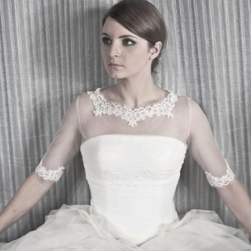 Charming wedding bolero by NOVIAS