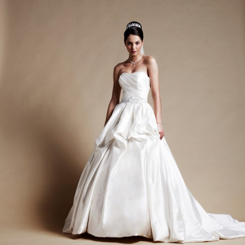 Wedding dress by Lilly Bridal Denmark