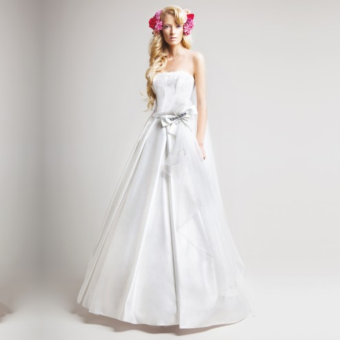 Loys Wedding Dress by Le Rina Fashion Studio