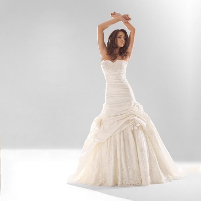 Glasgow wedding dress by marietta mariage victoria 39 s for Wedding dresses marietta ga