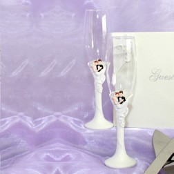 Elegant Bride & Groom Design Toasting Flutes
