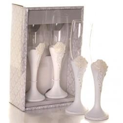 Свадебные бокалы, украшенные розами